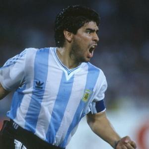 【超悲報】サッカー史上最高の選手…マラドーナが死んだなんて…悲しすぎる…