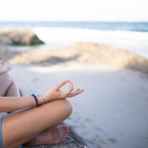 生理の時こそヨガでリラックス!陰ヨガで心身の不調と向き合う方法