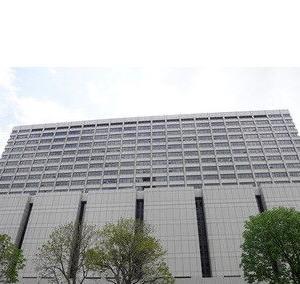 スーパーの客「レタスの水でコケた、1億円払え」2180万賠償命令
