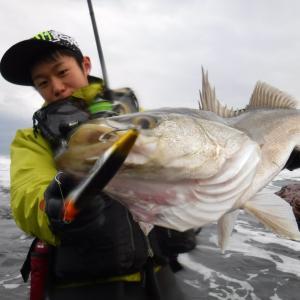 釣り人ならコレは知ってきたい!雨の前に魚が釣れる理由