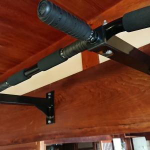 壁マウントタイプの懸垂バー設置と下穴サイズ