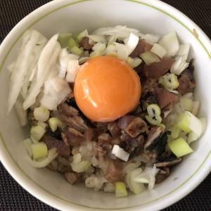 夕食のお魚の残りで、朝ごはんはプチ贅沢TKGをいただく。【楽しい自炊の心がけ】