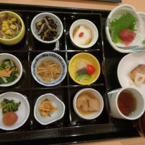 毎月1万円ほどかかる食事会