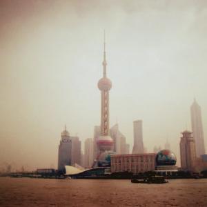 外灘から見る浦東の東方明珠と上海中心