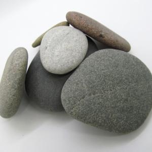 「大きな岩と小さな岩」 ためになる寓話