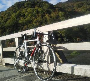 断層に沿ってサイクリング