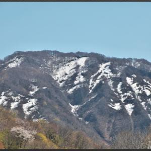 残雪の黒姫山
