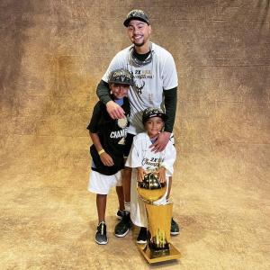 フォーブスが所属するバックスがNBA制覇。