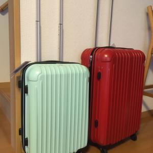 届きました、スーツケース