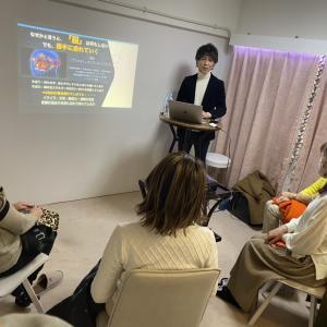 福岡市大名にてマインドフルネス体験講座開催しました。