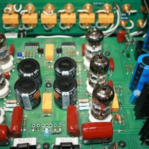 アマチュア無線家なら揃えておきたい無線機の修理に必要な測定器と工具類