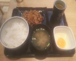 【今回は食べ物の記事になります】吉野家の牛皿定食「卵の使い方は?」【これが答えです!】