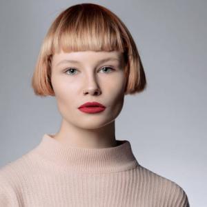 前髪のべたつきの原因と直し方【ベビーパウダーが安くておすすめ】