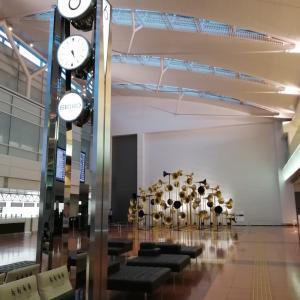 羽田空港2タミの楽器アート