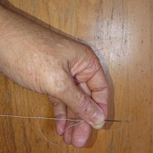知ってる人は知っている。針での結び目の作り方