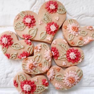 身体想いの材料だけでつくるバレンタインのグルテンフリーのアイシングクッキー