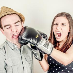 家族や友人が投資を始めず腹を立てている人へ ~相手を説得できない理由と、貴方の腹が立つ理由~
