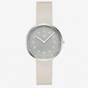 桐谷美玲着用腕時計&アクセ 雑誌「InRed 2021年5月号」(MAVEN WATCHES)