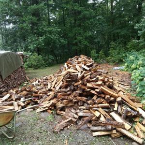 カベ際に薪をたくさん積む方法