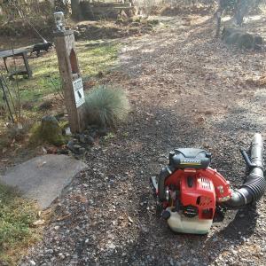 ゼノアエンジンブロアー【EBZ8500】で晩秋の庭の大掃除