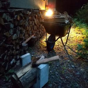 8月の夜の薪タガ詰め、時給は900円
