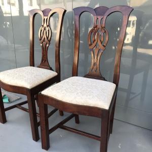 クラシックな椅子16脚の塗り直し