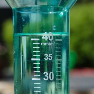 降水量をmm(ミリメートル)で表すのはなぜ?その理由と測り方や単位の意味も
