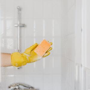 掃除の時短のために、浴室は開きドアにして、洗い場カウンターは外しました