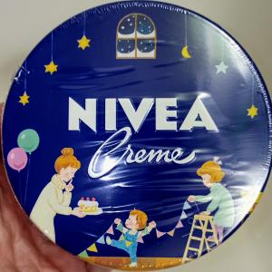 かわいい缶のニベア