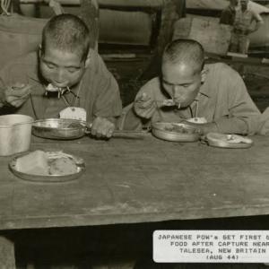 米軍に捕まった日本兵さん、屈辱の日々を味わい咽び泣く