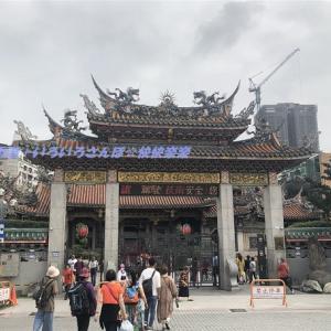 台湾紀行記 初の台北へ 36 台北最古、最強パワーの寺院『龍山寺』 参拝・神筈・御神籤について