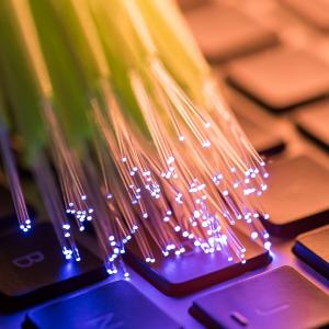 【光回線の速度の仕組み】事業者ごとに光ファイバーケーブルが分かれている!