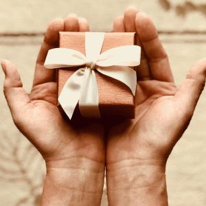 【両親の結婚記念日に】オンラインショッピングでプレゼント