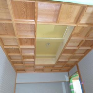 玄関の格天井