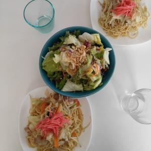 【休日ランチ】野菜たっぷり鳥塩焼きそば