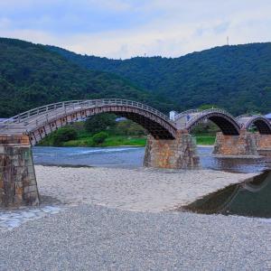 人を引き合わせる不思議な五連橋『錦帯橋』(岩国市)