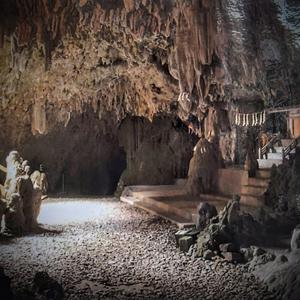 神秘的な鍾乳洞の神社と熊野権現『普天満宮』(宜野湾市)