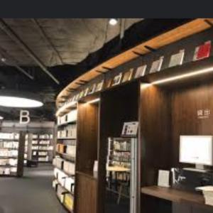 お勧め!図書館は蔵書寛ぎカフェ