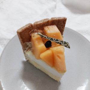 GOLDWELL(ゴールドウェル)の宮古島メロンキセキノチーズケーキが美味しすぎた【那覇市・リウボウ】
