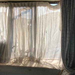 コメリの激安花刺繍カーテンを出窓用にリメイク