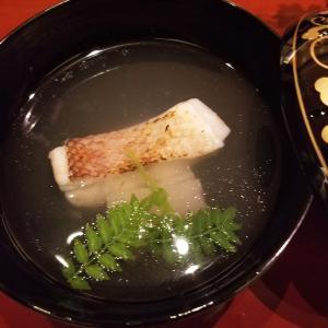 【御椀】やわらかく焼上げた甘鯛。 引き立ての鰹出汁とともに。