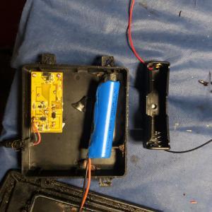 ソーラーライトの電池交換 18650
