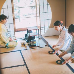 英語初心者でも、茶道を英語で紹介!-茶道とは・茶道の歴史・3大流派・掛け軸や花・和敬清寂の精神-