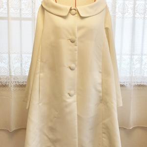 真っ白い生地のスプリングコート Aラインです。