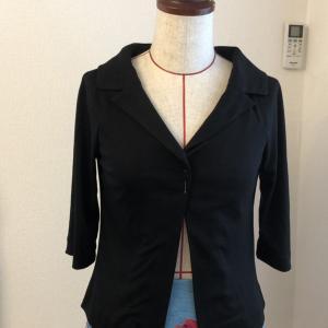ジャージ素材のテーラードジャケット
