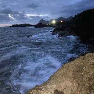 【ショアジギング】濁り時は海中に着目せよ!効果的なジクのカラー