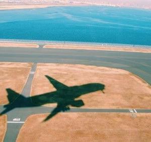 2020年8月から、国内線航空便の着陸料は上がる?下がる?