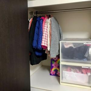 【子ども部屋】サイズアウト服の保存方法。モコモコ服はギュギュっと圧縮!