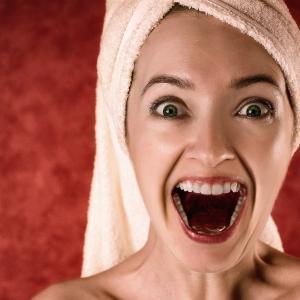芯のある通る声を出すには「歯」を意識しよう!【ボイトレ】