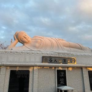 晩秋の熊谷大仏涅槃堂